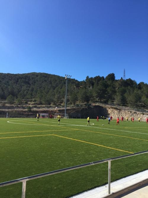 El sènior de la U.E. Canyelles marca el primer gol a la nova gespa del remodelat camp municipal de Canyelles